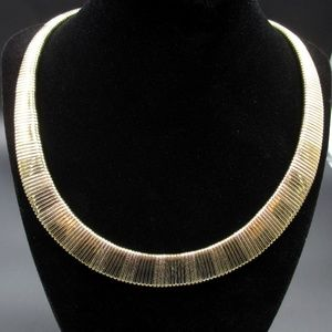 Jewelry - Vintage 19 Inch Stunning Unique Gold Tone Necklace